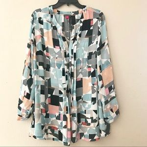 Vince Camuto geometric print pull over top